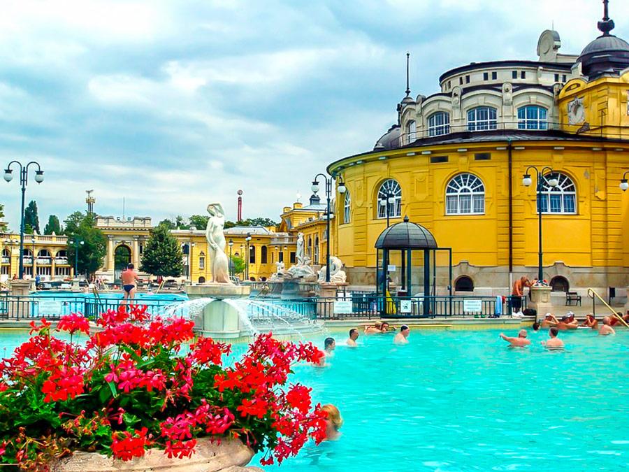 Piscina exterior Gellert spa, Budapest, Hungría