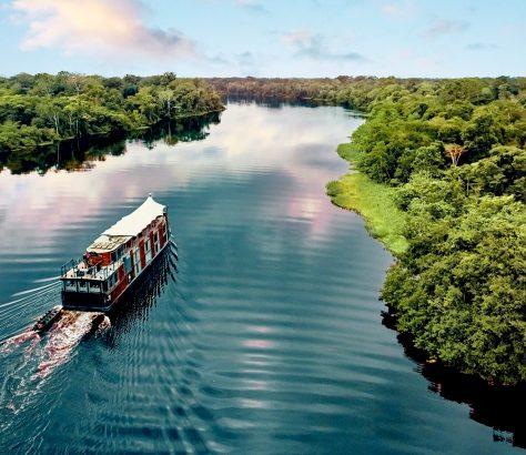 Aria Amazon. Aqua Expeditions