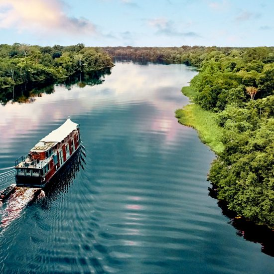 Aria Amazon. Aqua Expeditions