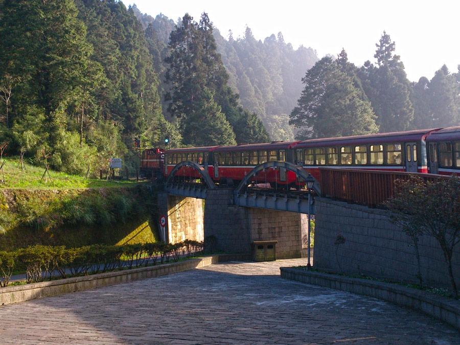 Tren en los bosques de Alishan, Taiwan