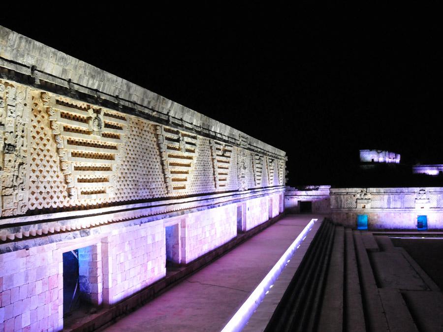 Espectáculo de luz y sonido en Uxmal, México