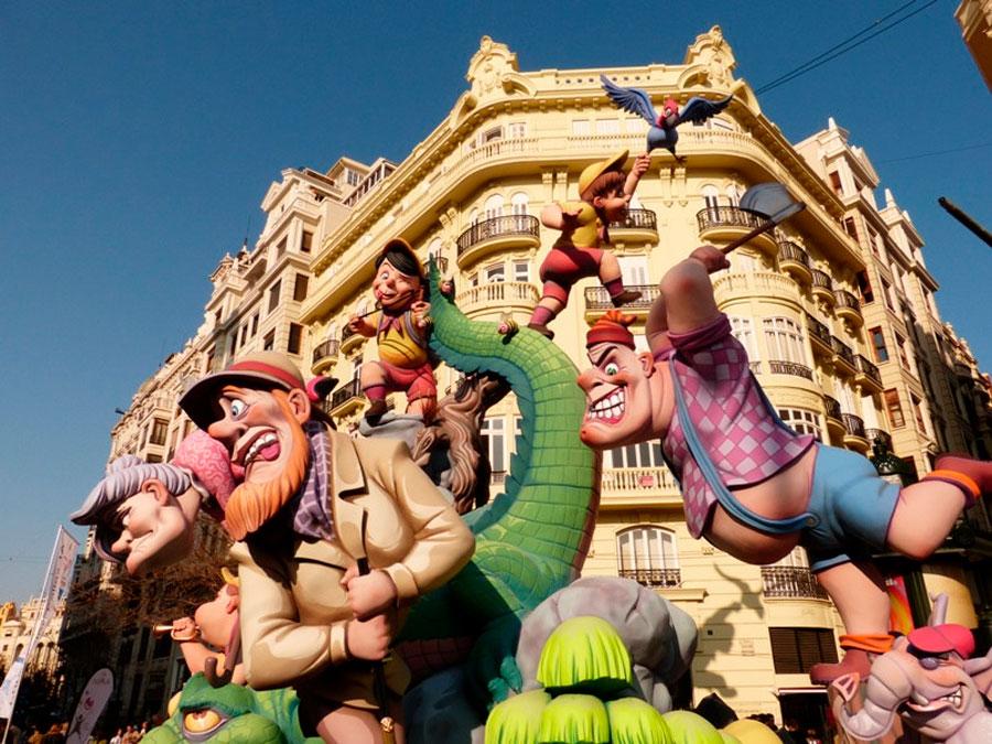 Falla instalada en las calles de Valencia