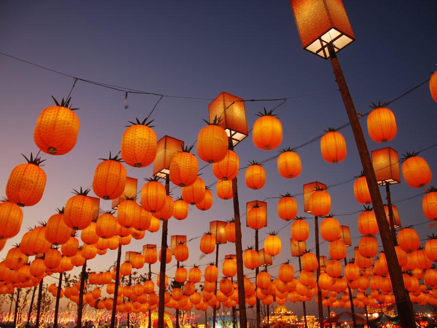 Calles decoradas durante el Festival de faroles en Taiwan