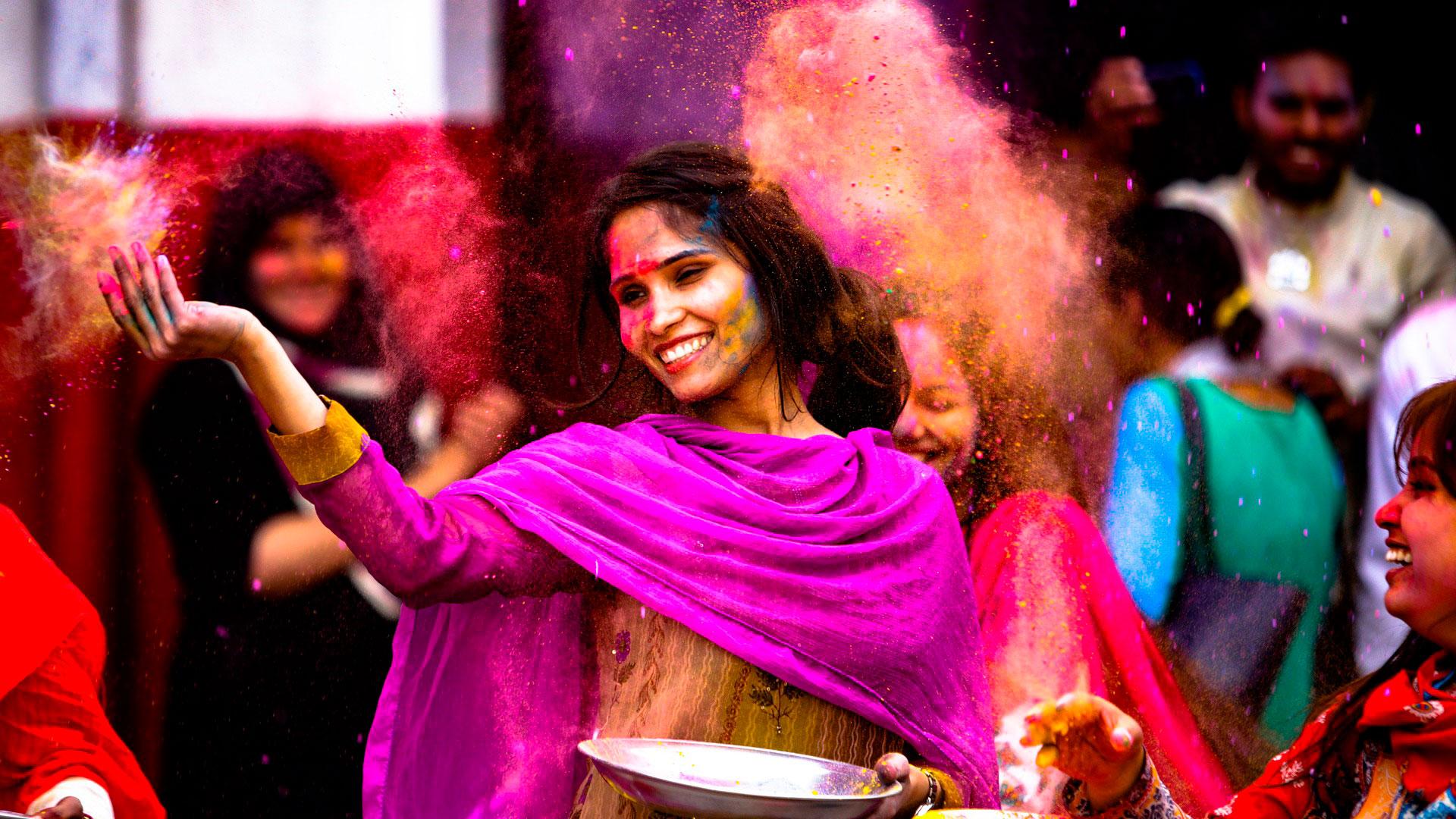 Los Colores De La India En El Festival De Holi Dtn