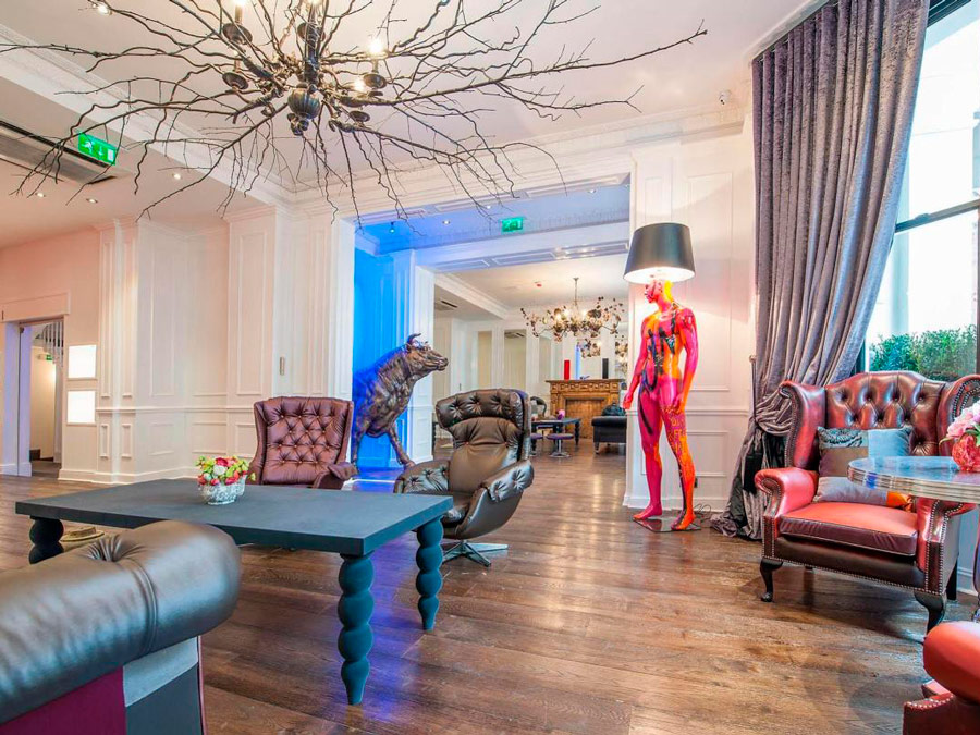 Lobby en The Exhibitionist Hotel, Londres.