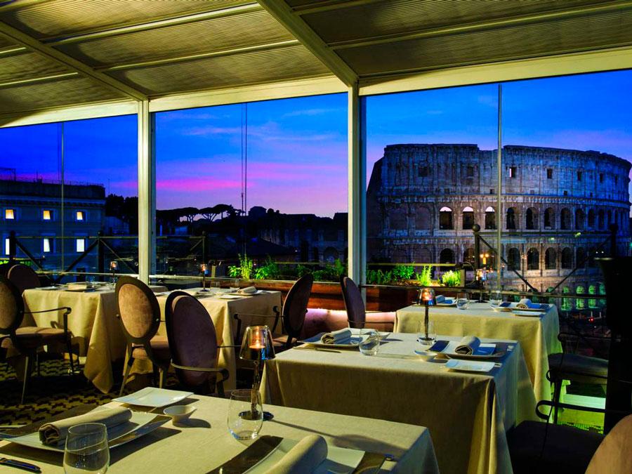 Vista al Coliseo desde el restaurante del hotel Palazzo Manfredi en Roma