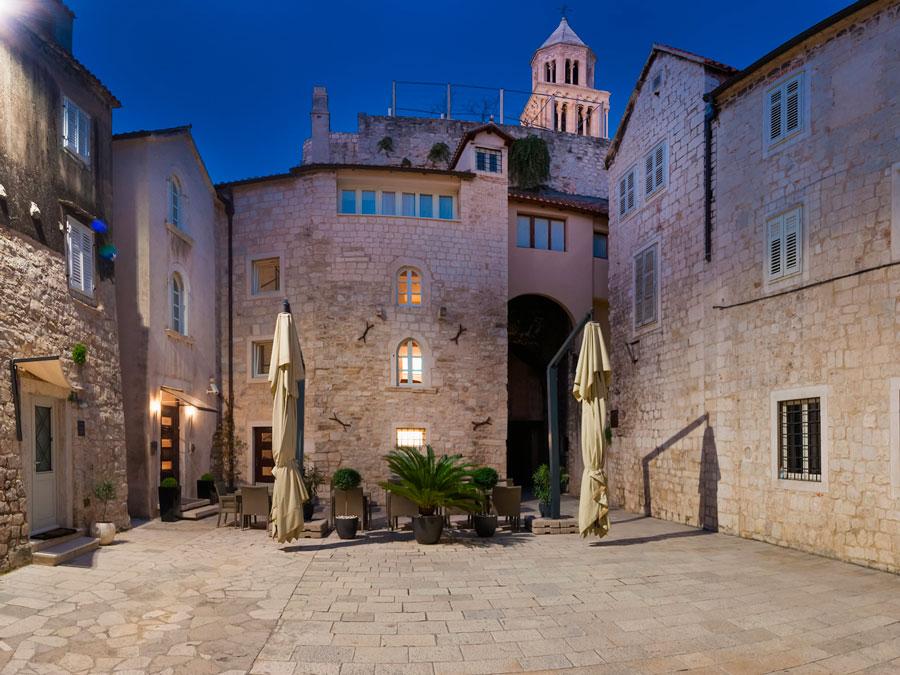 Frente del Vestibul Palace en Split, Croacia
