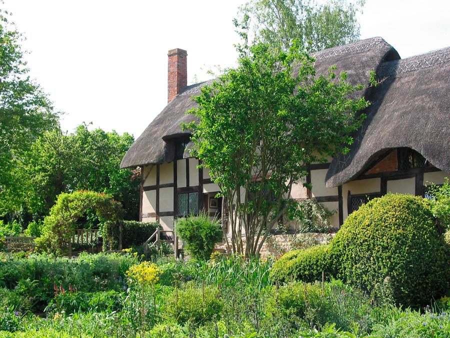 Casa Anna Hathaway