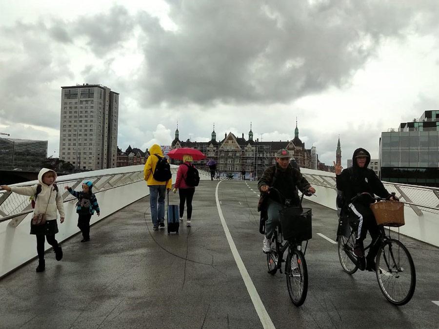 Ciclistas por las calles de Copenhague