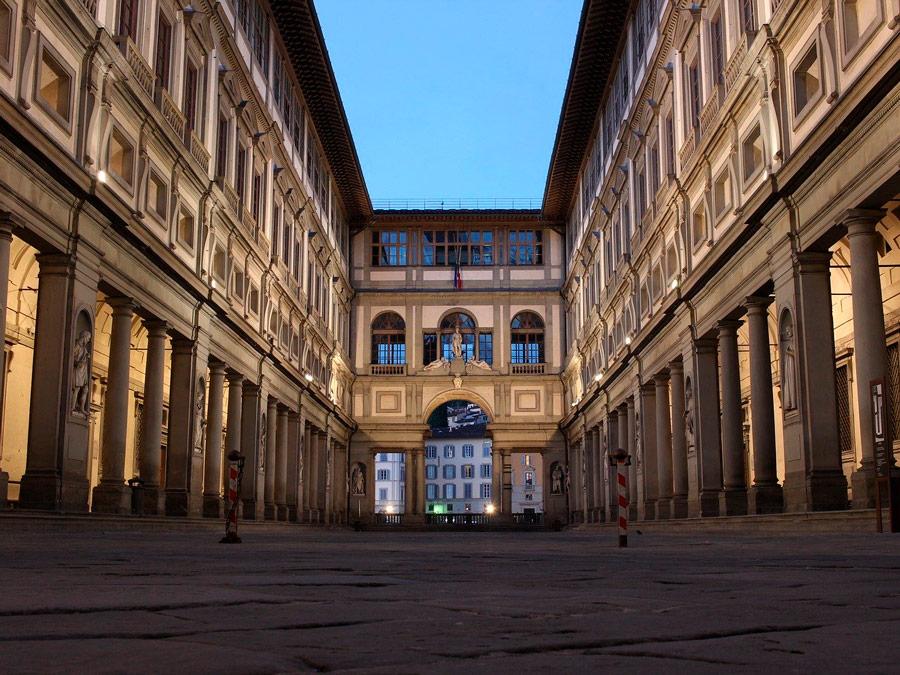 Vista exterior Galleria degli Ufficy, Florencia, Italia