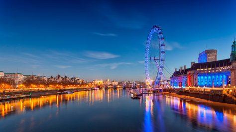 London Eye de fondo. Londres