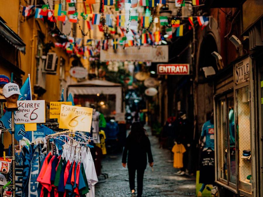 Coloridas calles de Nápoles. Italia.