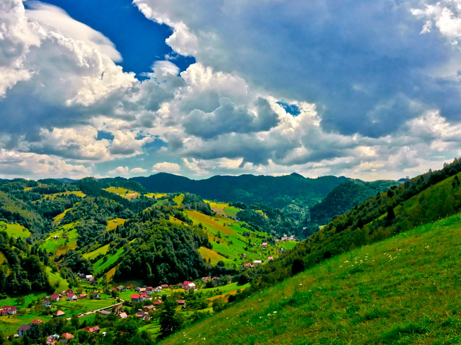 Paisaje de la región de Bran-Moeciu en Transilvania