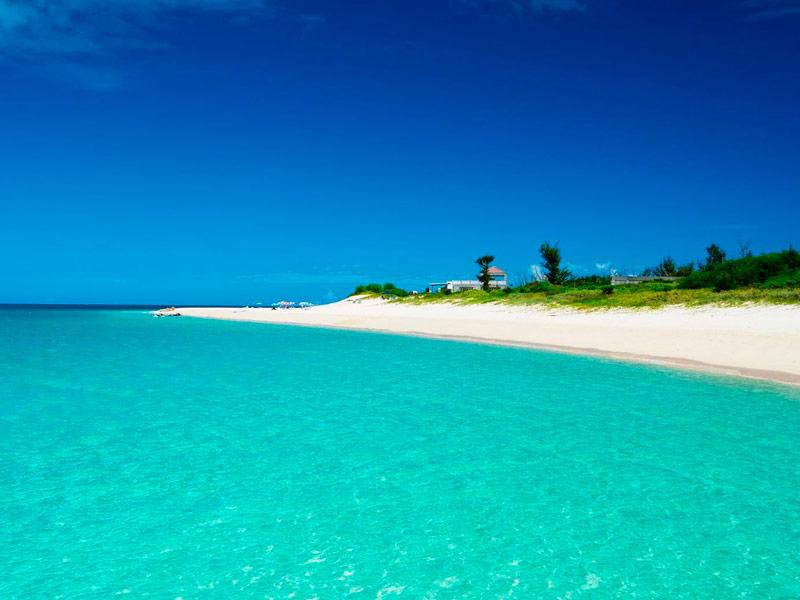 Playa Maehama en la isla de Miyakojima, Okinawa, Japón