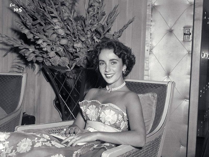 Elizabeth Taylor en otro de sus tantos viajes