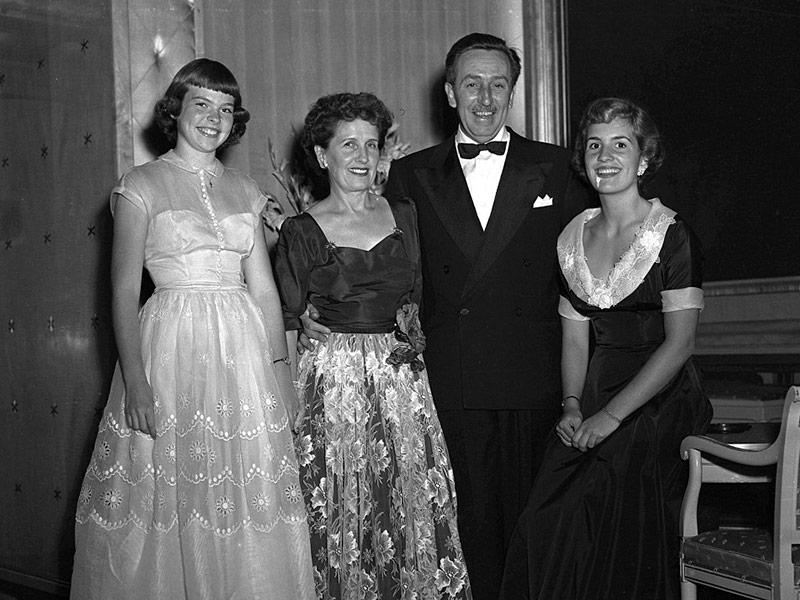 Walt Disney y familia