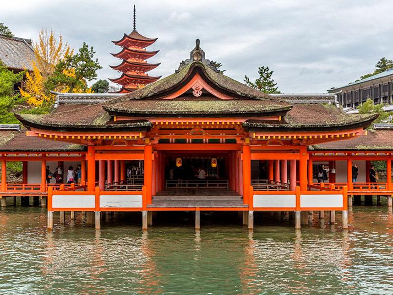Templos en el área de Daisho-in. Miyajima, Japón